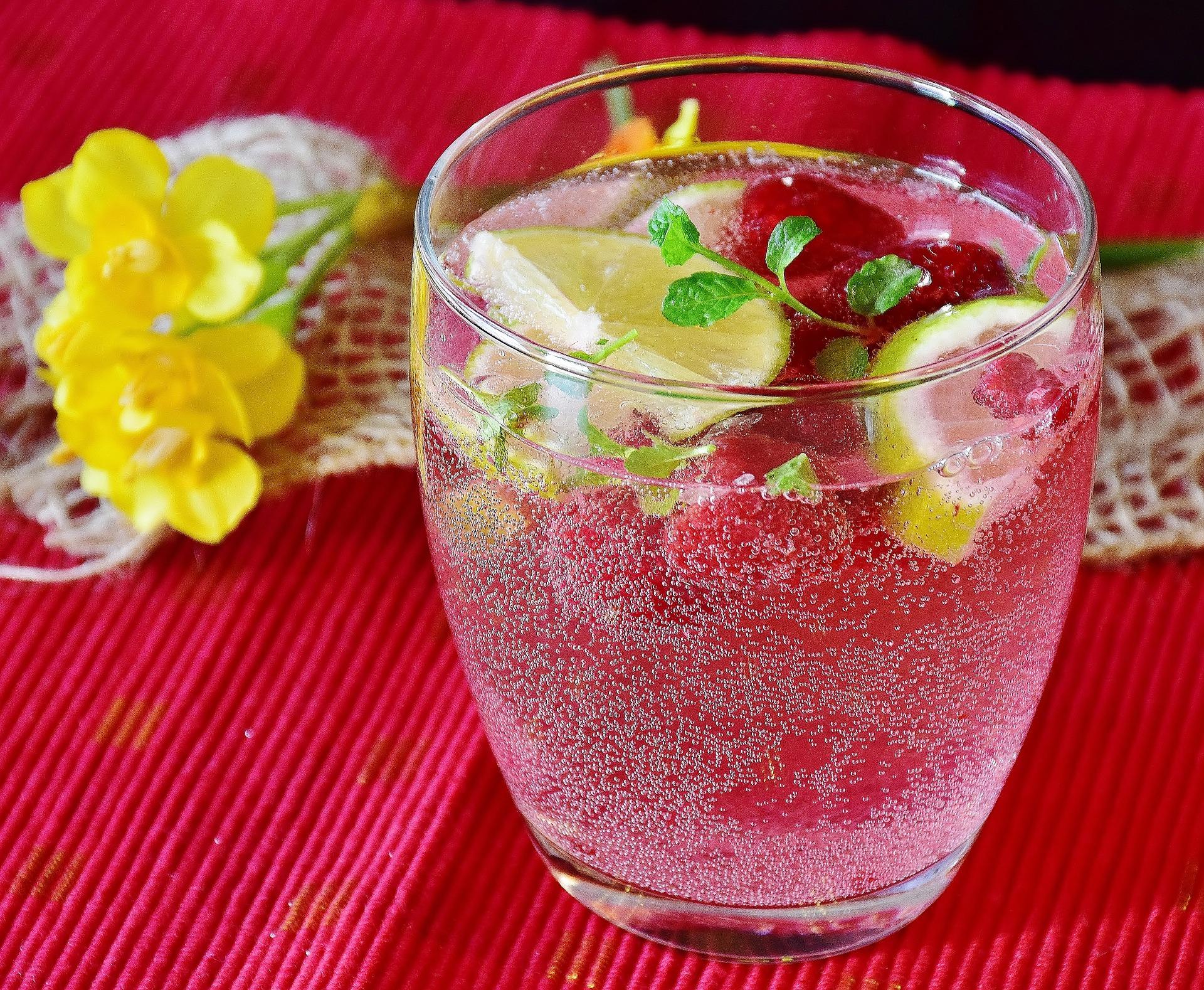 Woda sprzyja urodzie – pijmy wody infuzowane